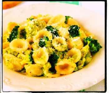 Pasta Alfredo con brócoli