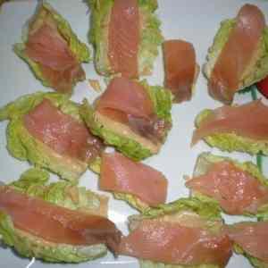 9b12ce15495e42c004530d2e9007bac0 - ▷ Mini cogollos rellenos de aguacate y salmón 🥬 😋