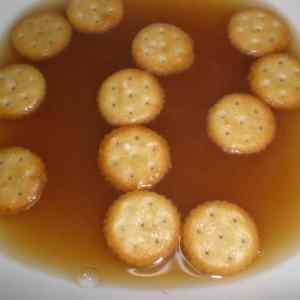5003d452a8da016f3ed02a6385cf54e8 - ▷ Sopa de cebolla con barquitos de galletitas saladas 🥣 🍪