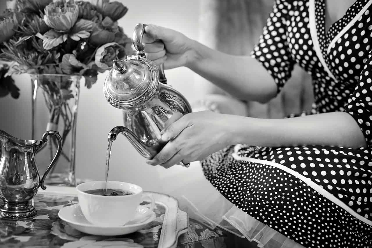 Tomando té - ▷ Tomando té 📖