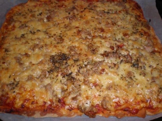 ed0b0c31c412f7d67bd39119503bb394 - ▷ Pizza de atún y verdura salteada 🍕