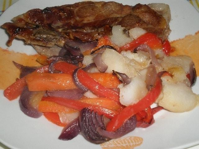 ▷ Chuletas y verdura al horno 🐖 🥕