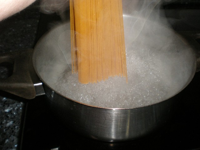 Guisar espaguetis integrales