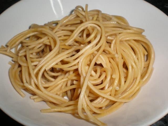 Ración de espaguetis integrales