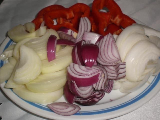 Cebollas y pimiento troceados