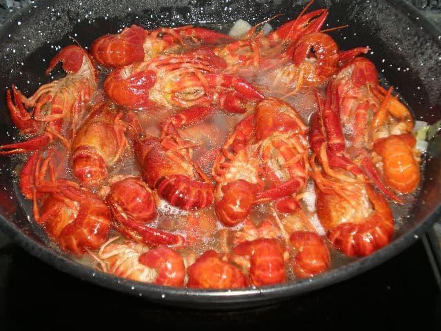 Cangrejos de río en salsa de coñac