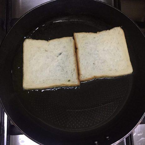 Fry bread slices in oil.
