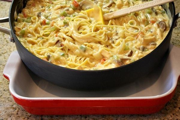 How to Make Chicken Spaghetti Casserole : add to casserole dish