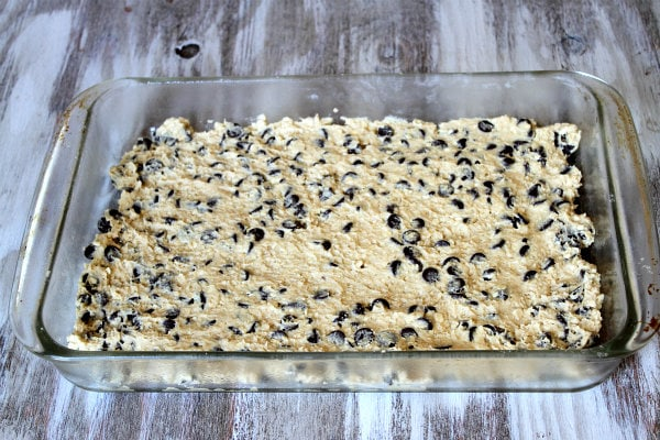 How to Make Oreo and Caramel Stuffed Chocolate Chip Cookie Bars