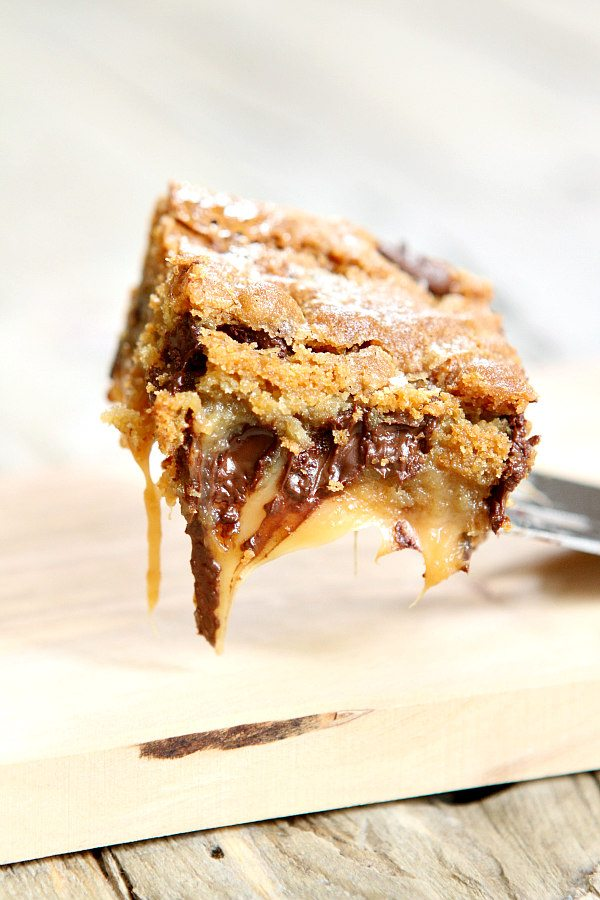 Gooey Salted Caramel Chocolate Chip Cookie Bars