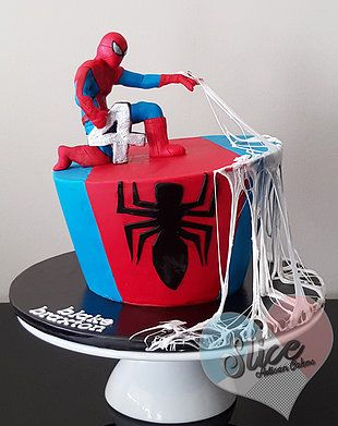 slice cake spiderman cake