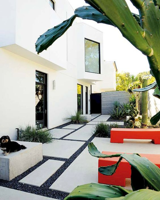 minimalist backyard garden 18