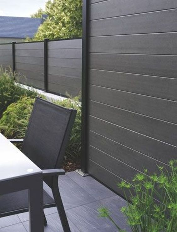 modern vinyl fence 1