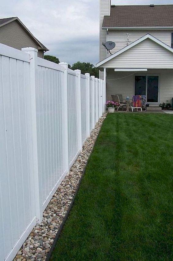 modern vinyl fence 2