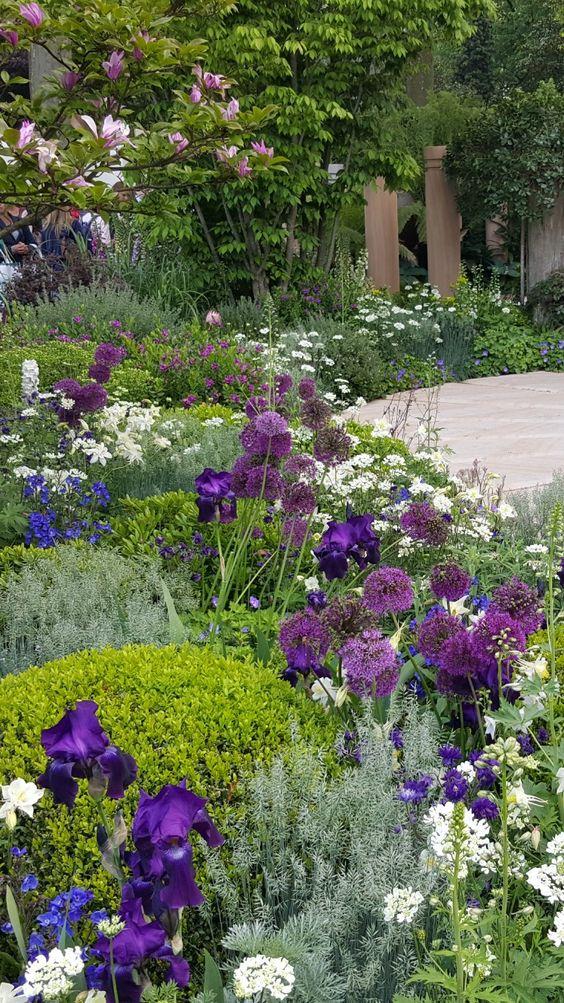 flower backyard ideas 15