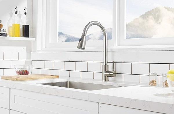 kitchen faucets feature