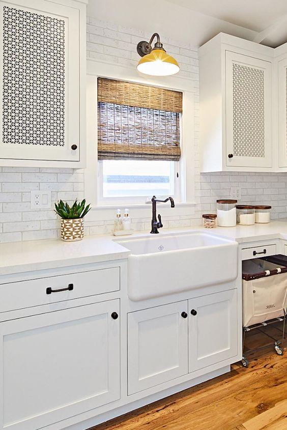 White Kitchen Ideas: Decorative Earthy Kitchen