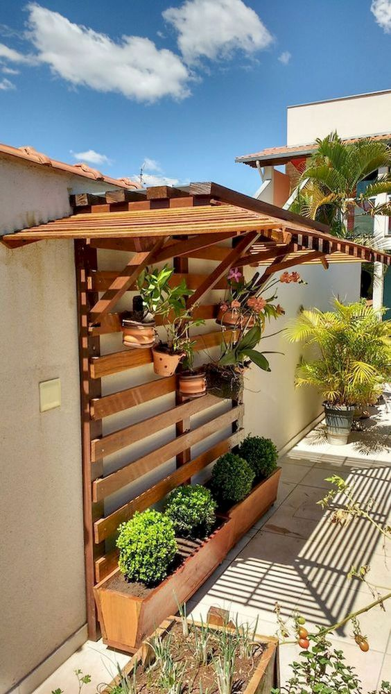 Rustic Backyard Ideas: Shaded Hanging Planter