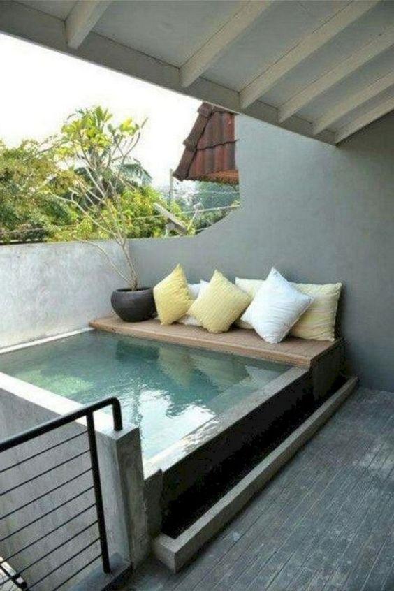 Small Swimming Pool: Chic Minimalist Design