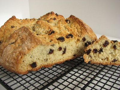 https://i2.wp.com/recipegreat.com/images/irish-soda-bread-with-raisins-01.jpg