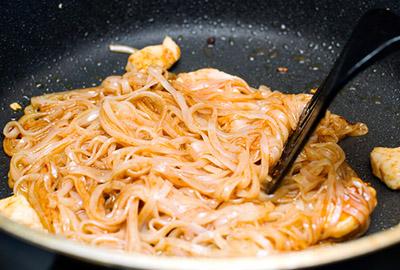Phở xào chua ngọt theo công thức đơn giản dễ ghiền 4