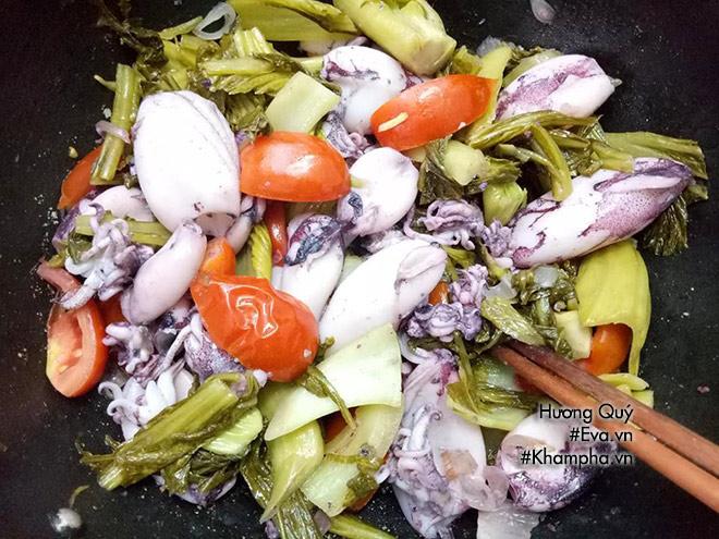 Mực xào dưa chua lạ miệng, đổi món ăn tươi dịp cuối tuần - 5