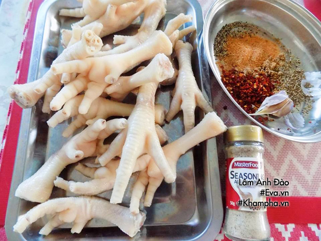 Vợ trổ tài làm chân gà nướng muối ớt cho chồng nhâm nhi - 1