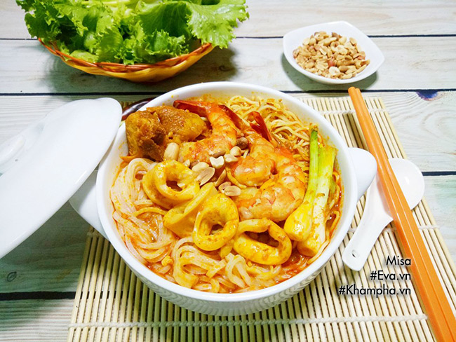 Tự làm mì Quảng hải sản thơm ngon kích thích vị giác - 16
