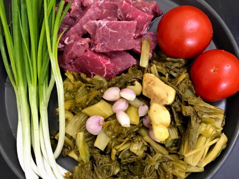 thịt bò xào dưa cải chua 1