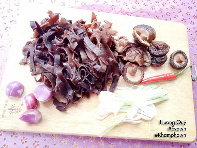 Canh măng khô móng giò mềm ngon mang hương vị truyền thống ngày Tết - 5