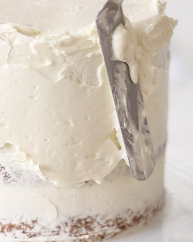 Decorating vanilla Cake