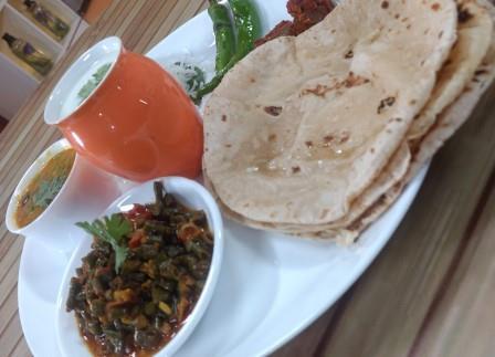 Thali-Full Meal-Chawli nu Shak ne Roti