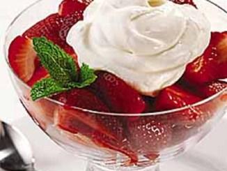 Strawberries al Moscato with Vanilla Cream