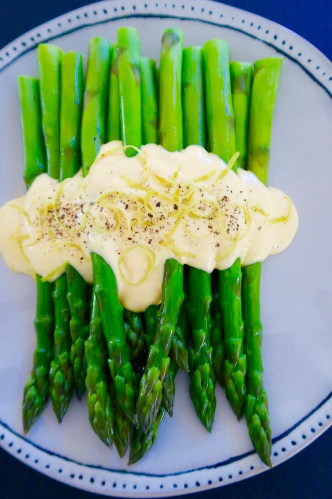 easy hollandaise sauce served with fresh asparagus