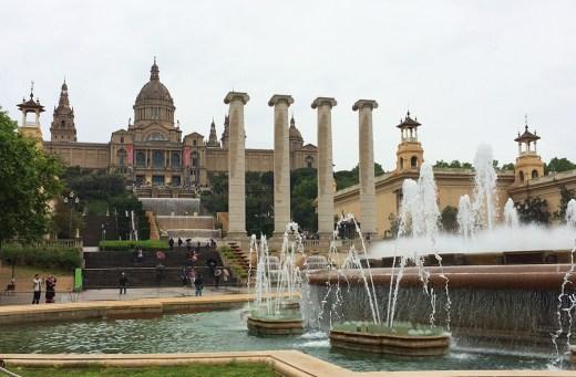 Vue sur les fontaines du Palais National de Barcelone