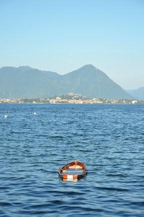 Une barque sur le lac de Côme, Italie