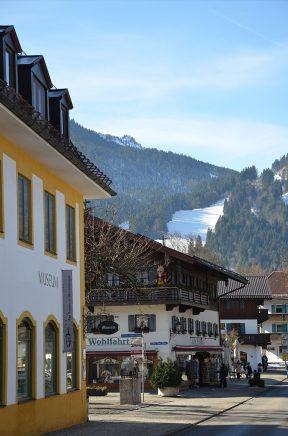 Rue du village d'Oberammergau, Bavière