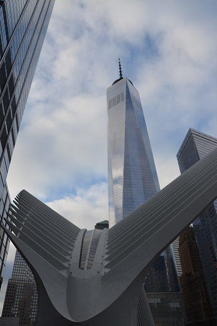 Vue sur le gigantesque One World Trade Center, New York