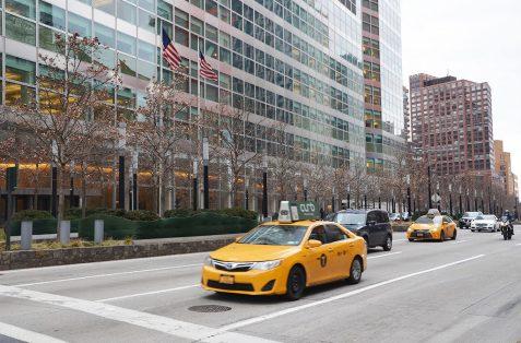 Les célèbres taxis jaunes dans les rues de New York