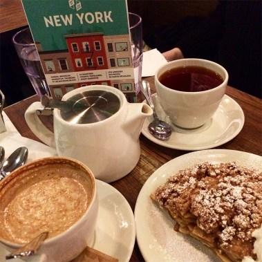 Goûter d'un thé et d'une Apple Pie à Wiliamsburg, New York