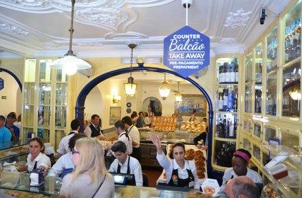 Intérieur de la boutique originale des Pasteis de Belem, Lisbonne, Portugal