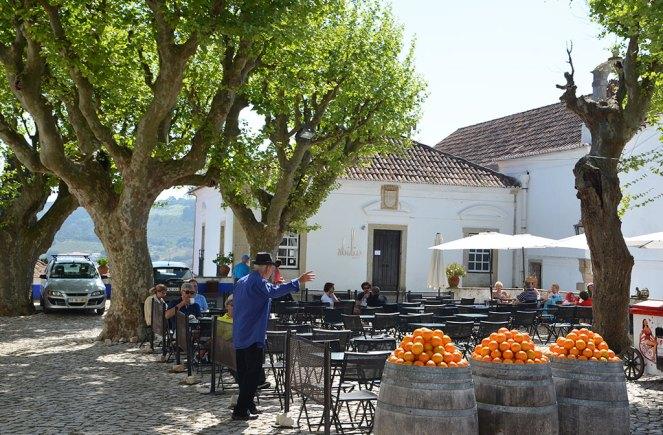 Place d'Obidos tonneaux d'oranges, Portugal