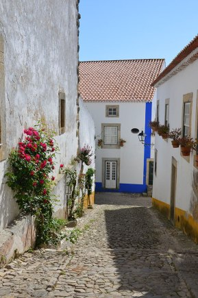 Ruelle du village d'Obidos, Portugal