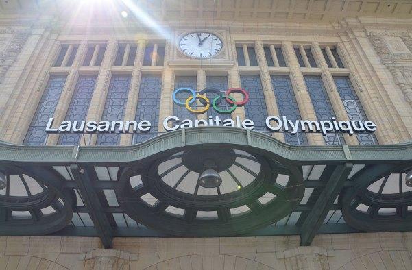 Vue sur la façade de la gare de Lausanne, Capitale Olympique