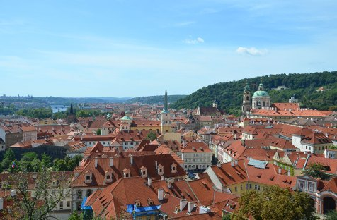 Vue sur les toits de Prague depuis le château
