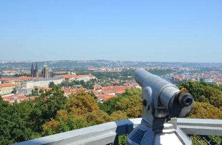 Vue sur les toits de Prague depuis la Tour de Petrin