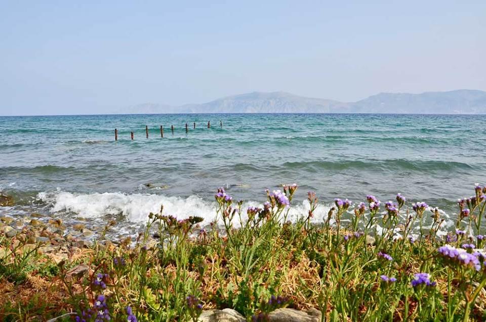 Le bord de mer en arrivant sur Galatas, Grèce