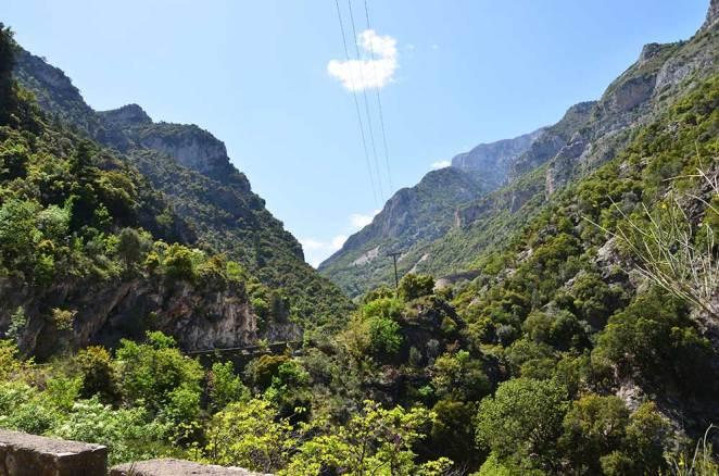 Vue montagneuse de la route entre Mystra et Kalamata
