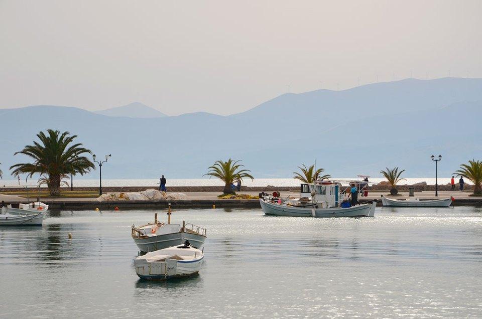 Bateaux de pêcheurs dans la baie de Nauplie, Grèce