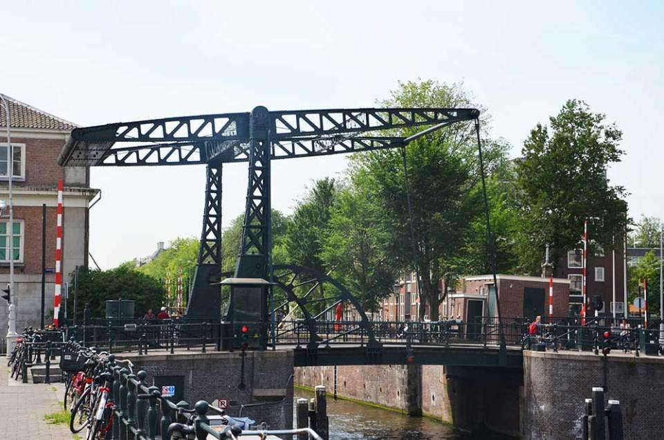 Ecluse sur les canaux d'Amsterdam